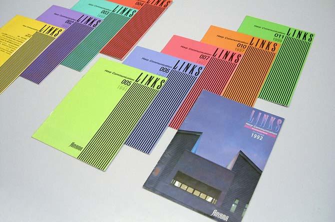 定期的発行の手作り情報誌「LINKS」10号分の写真、全て色違い。